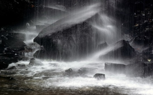 Vista_wallpaper_The_storm_and_rain